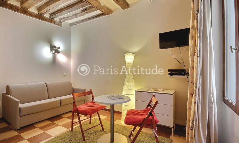 Rent Apartment Studio 17m² rue Saint Honore, 75001 Paris