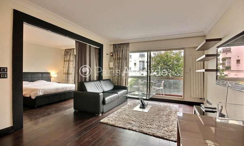 Rent Apartment 1 Bedroom 53m² rue de Berri, 8 Paris