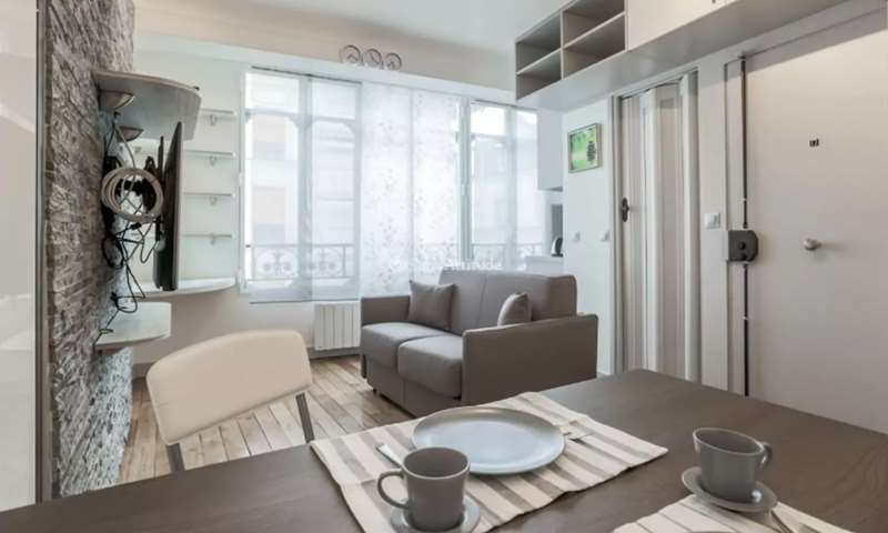 Rent Apartment Studio 20m² rue Montorgueil, 2 Paris
