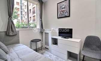 Location Appartement Studio 13m² avenue Montaigne, 8 Paris