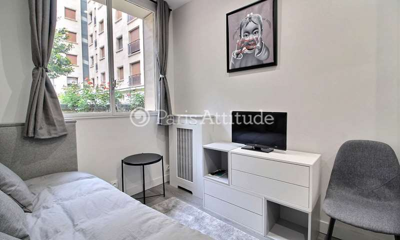 Rent Apartment Studio 13m² avenue Montaigne, 8 Paris