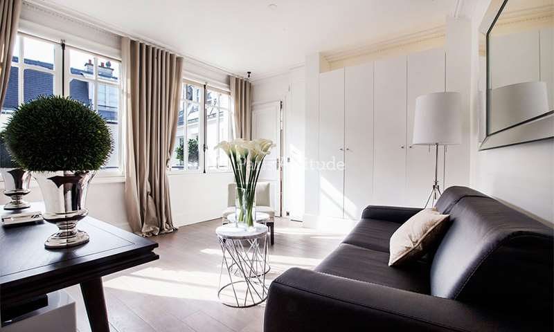 Location Appartement 1 Chambre 37m² rue Saint Honore, 1 Paris
