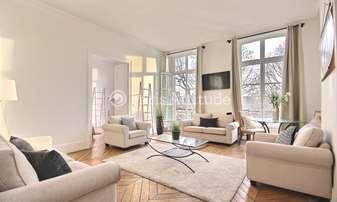Rent Apartment 4 Bedrooms 143m² Quai du Louvre, 1 Paris