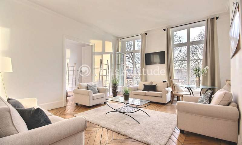 Rent Apartment 4 Bedrooms 143m² Quai du Louvre, 1 Paris