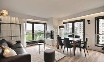 Location Appartement 2 Chambres 70m² quai de Grenelle, 15 Paris