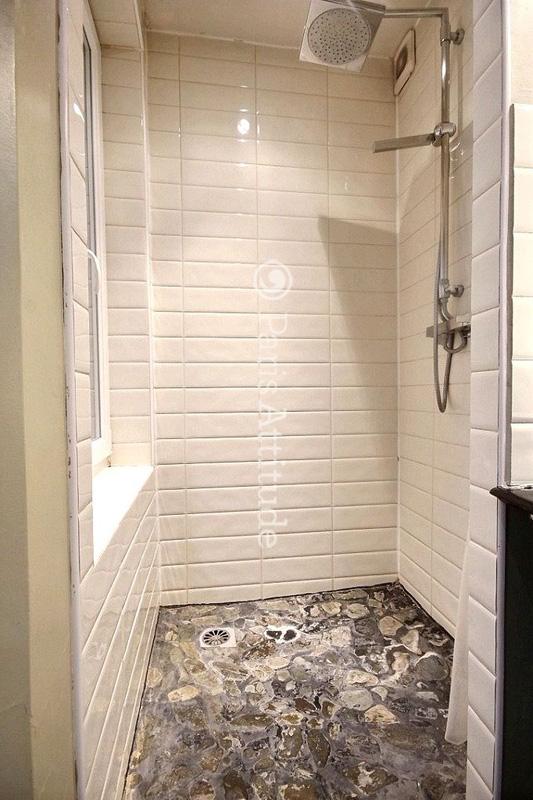 Louer un appartement paris 75004 42m le marais ref 1928 for Seche linge salle de bain