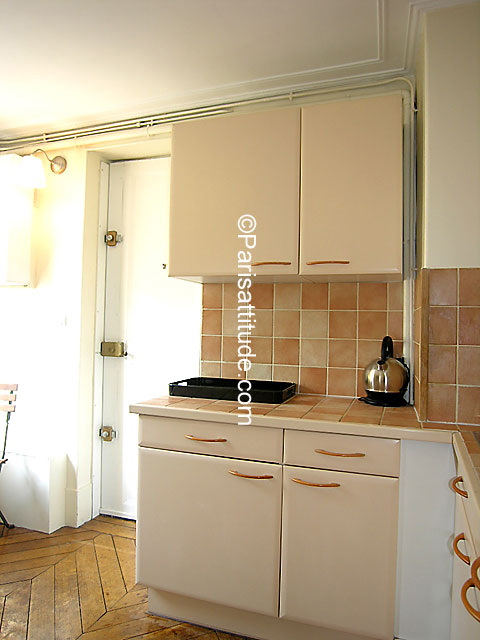 Louer un appartement paris 75010 25m grands for Chambre de bonne a louer paris week end