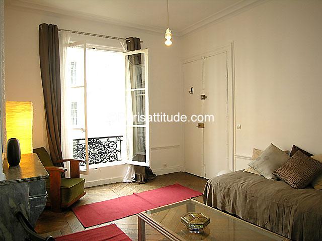 Louer un appartement paris 75010 36m bonne nouvelle for Chambre de bonne a louer paris