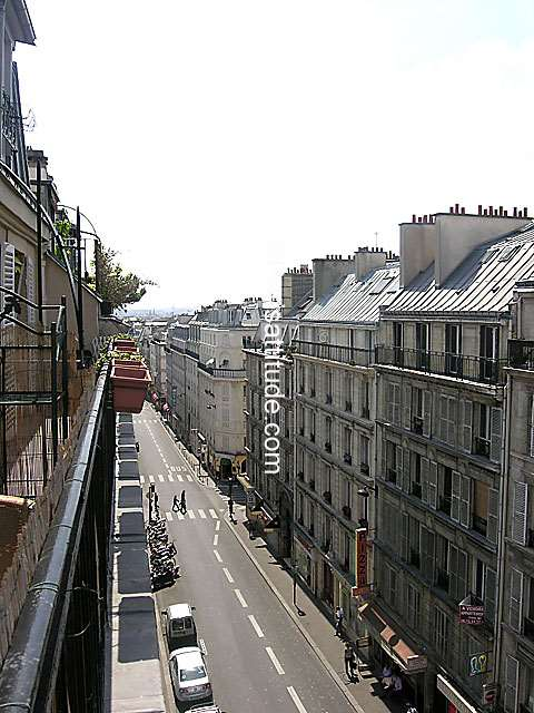 Louer un appartement paris 75009 25m moulin rouge - Nid rouge lincroyable appartement paris ...