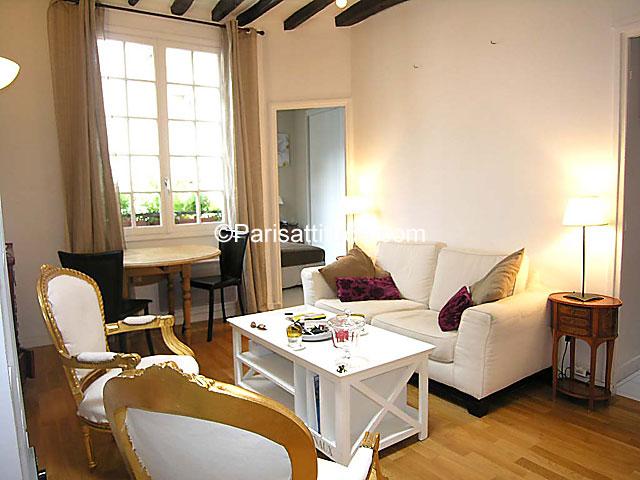 louer un appartement paris 34 m le marais 3378. Black Bedroom Furniture Sets. Home Design Ideas