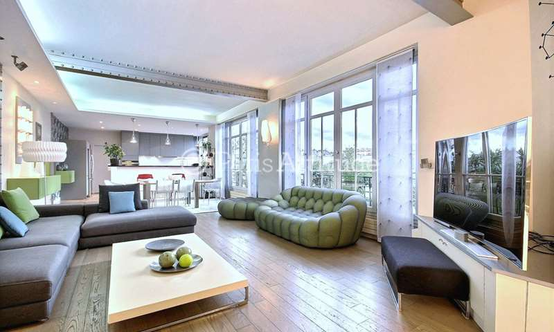 Rent Apartment 3 Bedrooms 160m² rue de Bretagne, 3 Paris