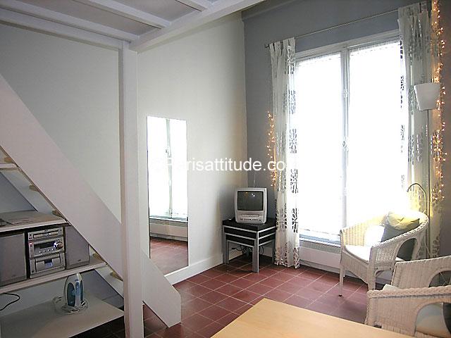 louer un appartement paris 19 m le marais 4129. Black Bedroom Furniture Sets. Home Design Ideas