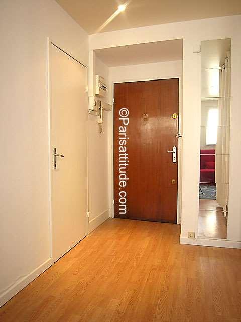 Louer un appartement paris 75019 30m buttes chaumont for Porte de la villette salon gastronomique
