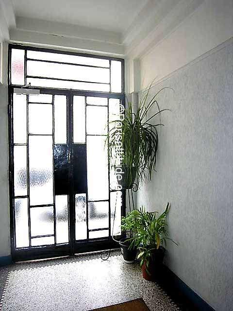 louer un appartement boulogne billancourt 92100 28m porte de saint cloud ref 4820. Black Bedroom Furniture Sets. Home Design Ideas