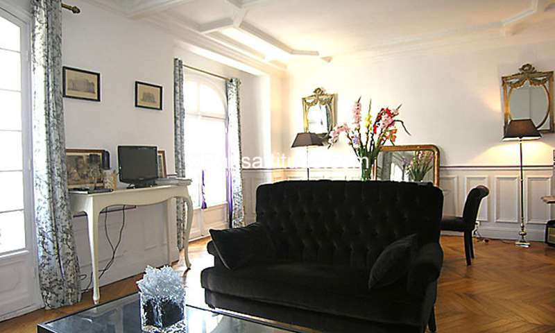 Rent Apartment 2 Bedroom 95m² rue de Chaillot, 75016 Paris
