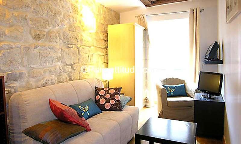 Rent Apartment Studio 17m² rue Sauval, 1 Paris