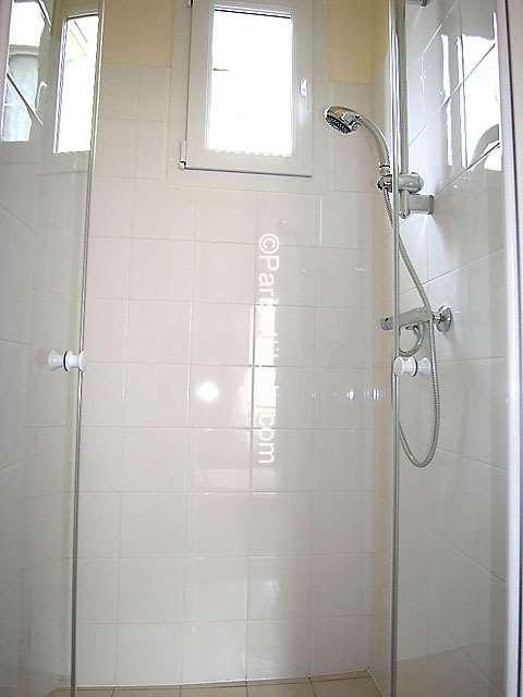 louer un appartement paris 75019 38m buttes chaumont ref 5859. Black Bedroom Furniture Sets. Home Design Ideas