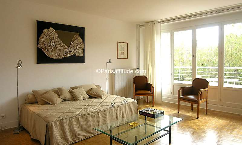 Rent Apartment Studio 33m² rue Jules Cesar, 12 Paris