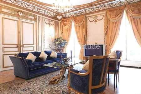 location meubl e proche avenue montaigne paris. Black Bedroom Furniture Sets. Home Design Ideas