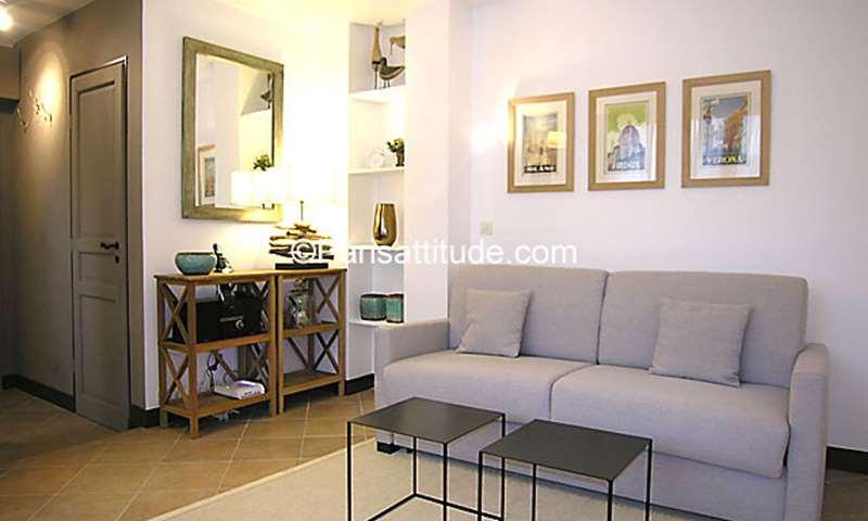 Rent Apartment Studio 23m² rue de Sevigne, 4 Paris