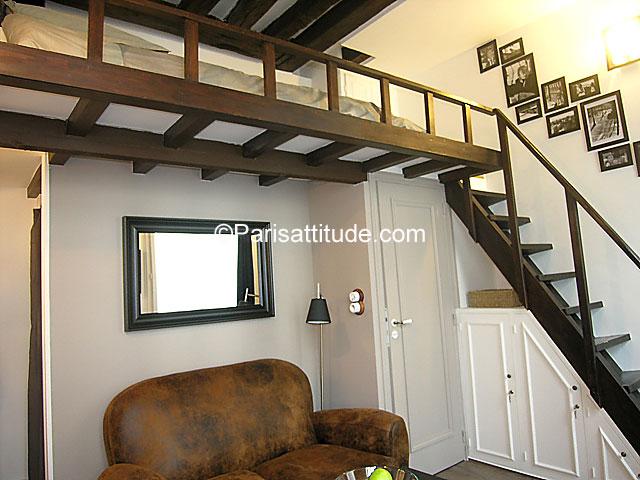 Louer un appartement paris 75004 16m le marais ref 6813 - Hauteur sous mezzanine ...