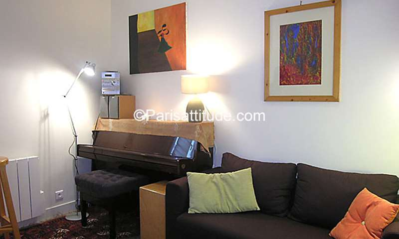 Rent Apartment Studio 15m² rue des Vinaigriers, 75010 Paris