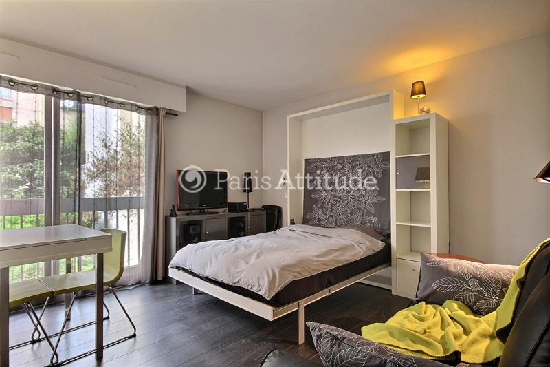 louer un appartement paris 29 m canal saint martin 7789. Black Bedroom Furniture Sets. Home Design Ideas