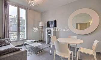 Rent Duplex 2 Bedrooms 65m² rue La Boetie, 8 Paris