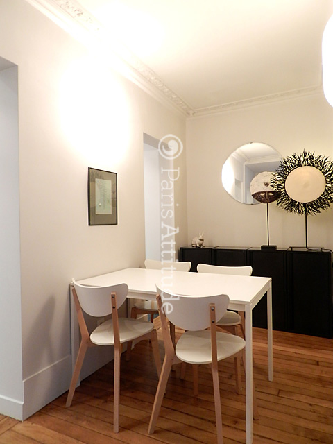 Louer un appartement paris 75010 60m canal saint for Table salle a manger 4 personnes