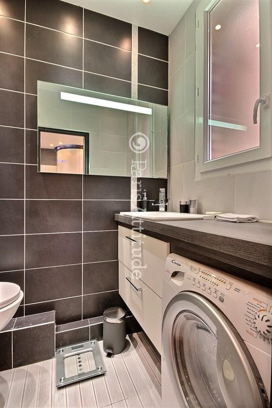 Louer un appartement paris 75013 20m tolbiac ref 8968 - Salle de bain avec machine a laver ...