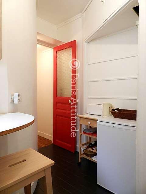 Louer un appartement paris 75018 35m montmartre for Louer chambre sans fenetre